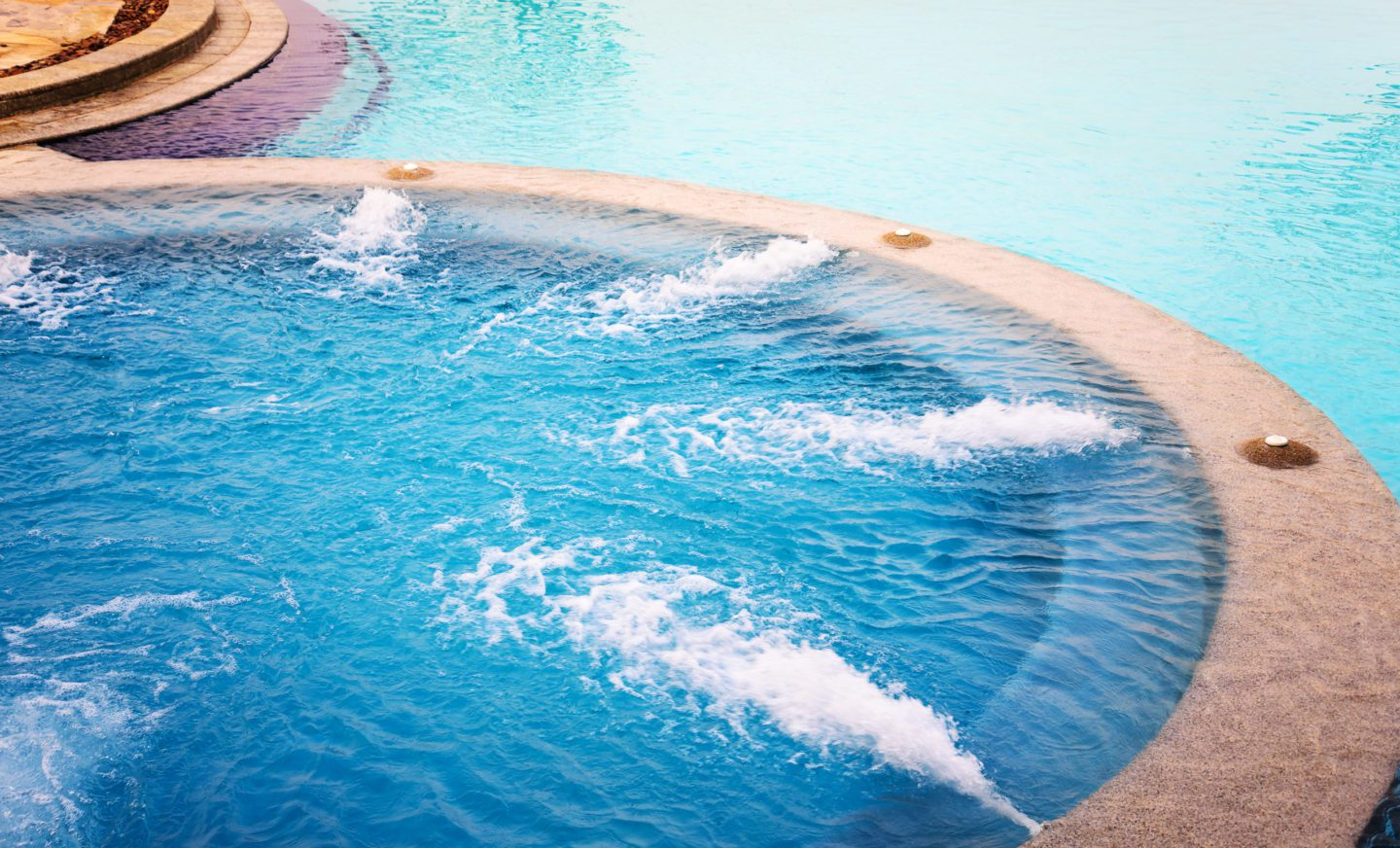 Benefits of Having a Pool With a Spa
