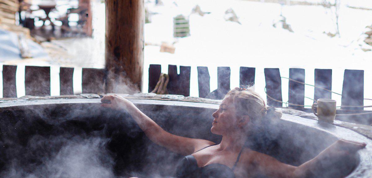 Comparing Outdoor Chlorine Hot Tubs vs Salt Water Hot Tubs